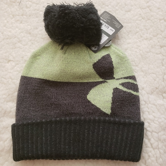 d3159b27131 boys Under Armour pom beanie